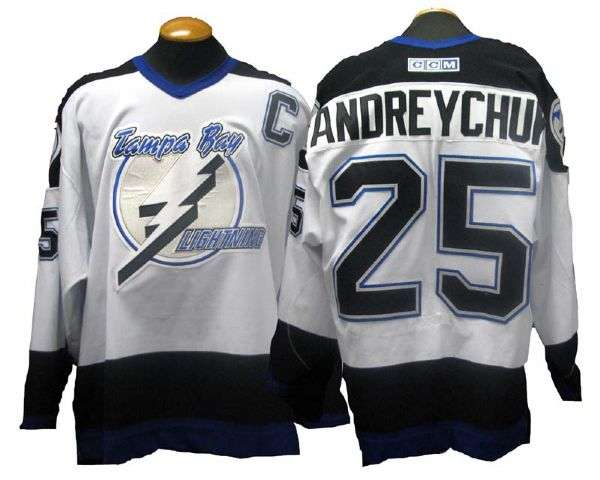 super popular 53cc1 6e86a Lot Detail - 2003-04 Dave Andreychuk Tampa Bay Lightning ...