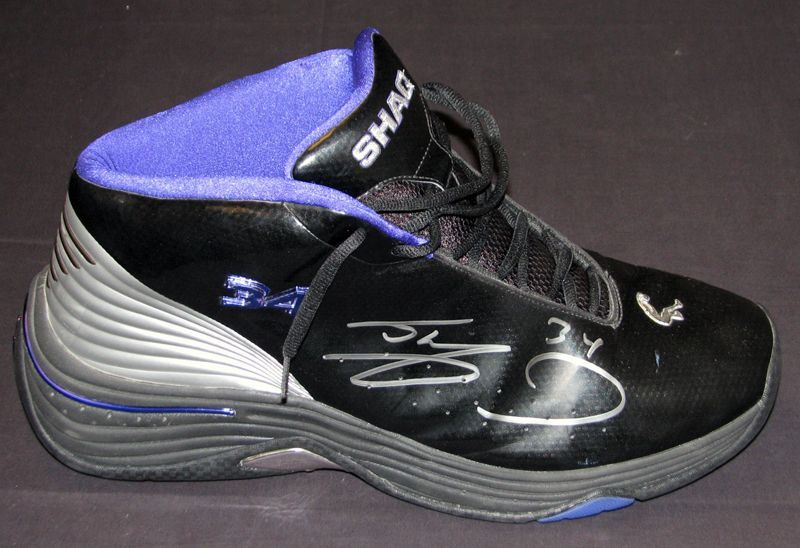 bd85d0f472f Shaquille O Neal Los Angeles Lakers Game-Used and Signed Shoe with Team LOA  ...