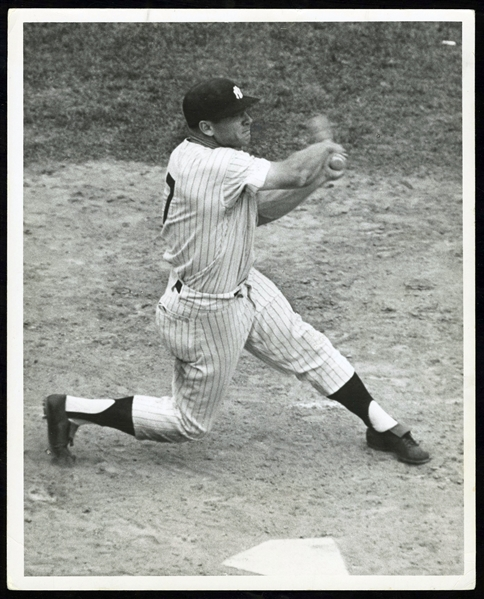 Outstanding 1961 Mickey Mantle Type I Photograph PSA/DNA